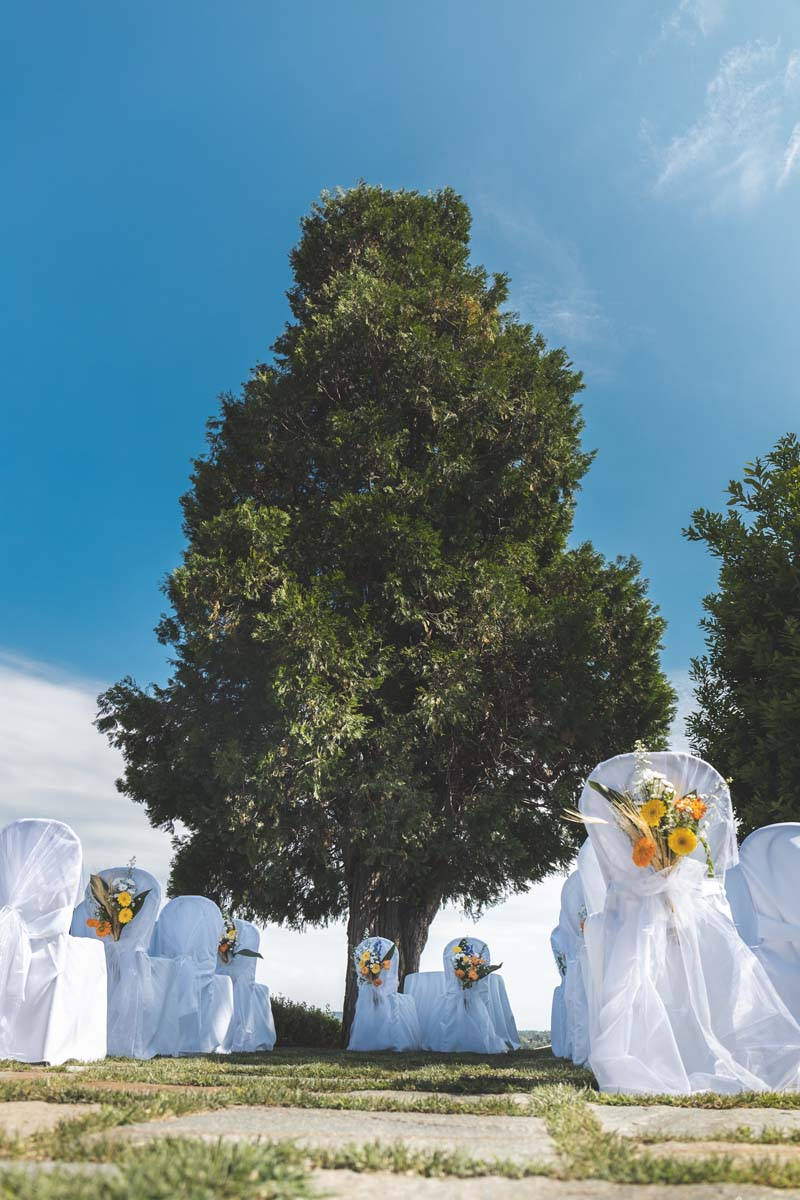hints and tips about the wedding ceremony image of country outdoor ceremony setting