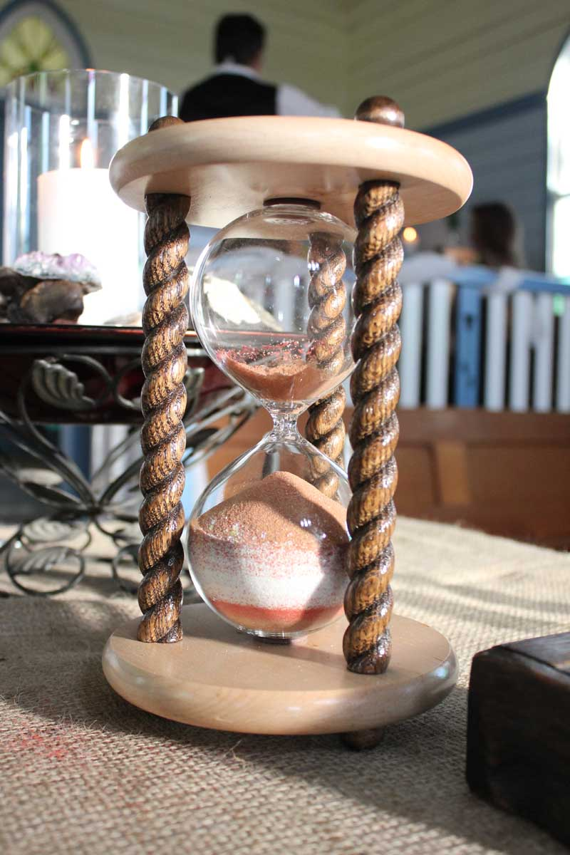 hints and tips for planning your wedding ceremony image of hourglass timer
